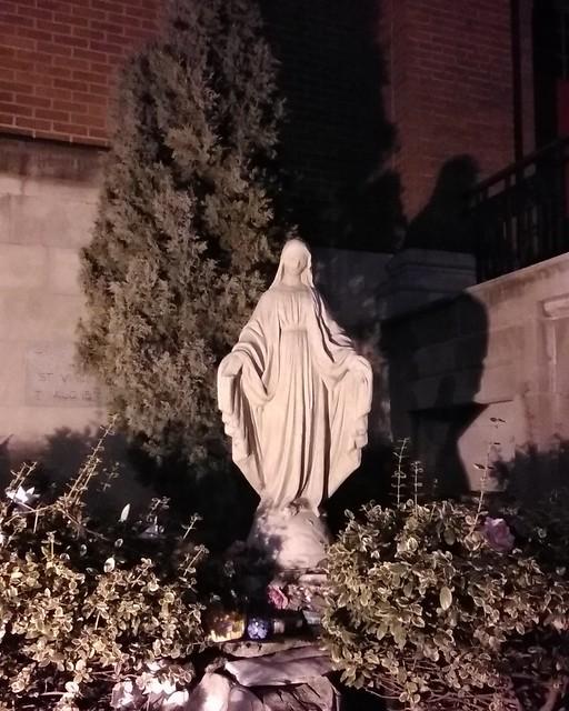 Virgin Mary #toronto #roncesvalles #roncesvallesave #dundasstreetwest #virginmary #statue #stvincentdepaulchurch