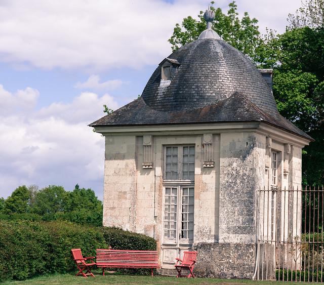 Vue sur le Pavillon d'entrée, domaine de la pagode de Chanteloup -  Amboise (Indre-et-Loire, France)
