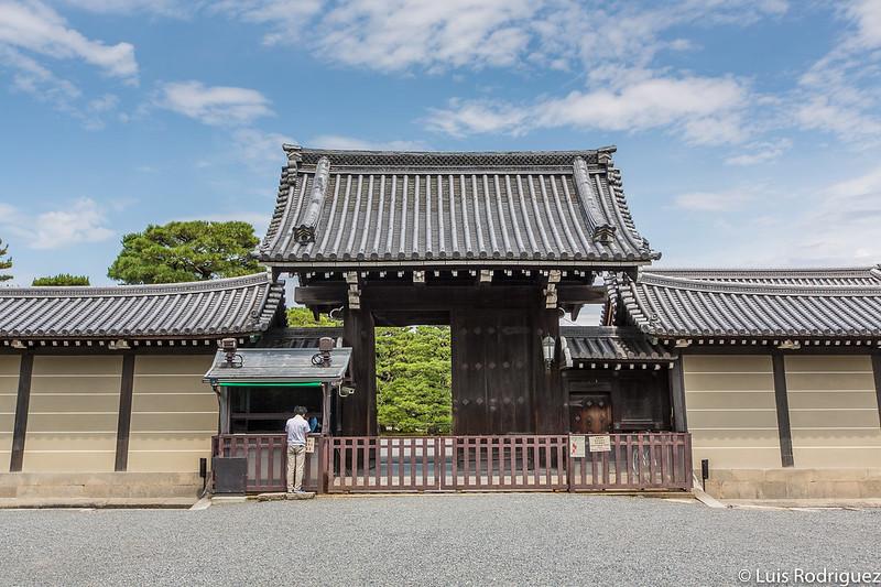 Puerta Seisho-mon del palacio imperial de Kioto