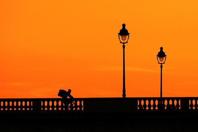 A Paris, à vélo, on dépasse ...