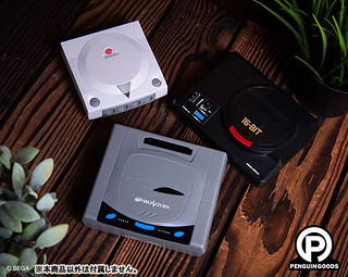 SEGA迷必收!Penguin Goods 遊戲主機造型無線充電器 MEGA DRIVE/ SEGA SATURN/ Dreamcast ワイヤレス充電器 1/2比例