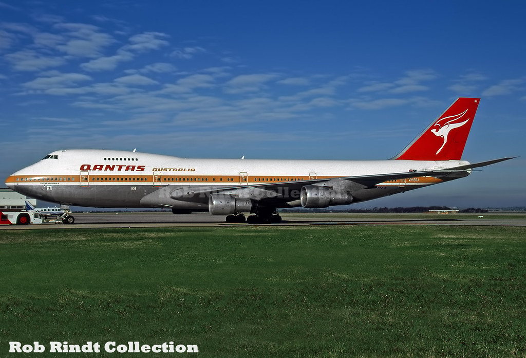 Qantas Airways B747-238B VH-EBJ