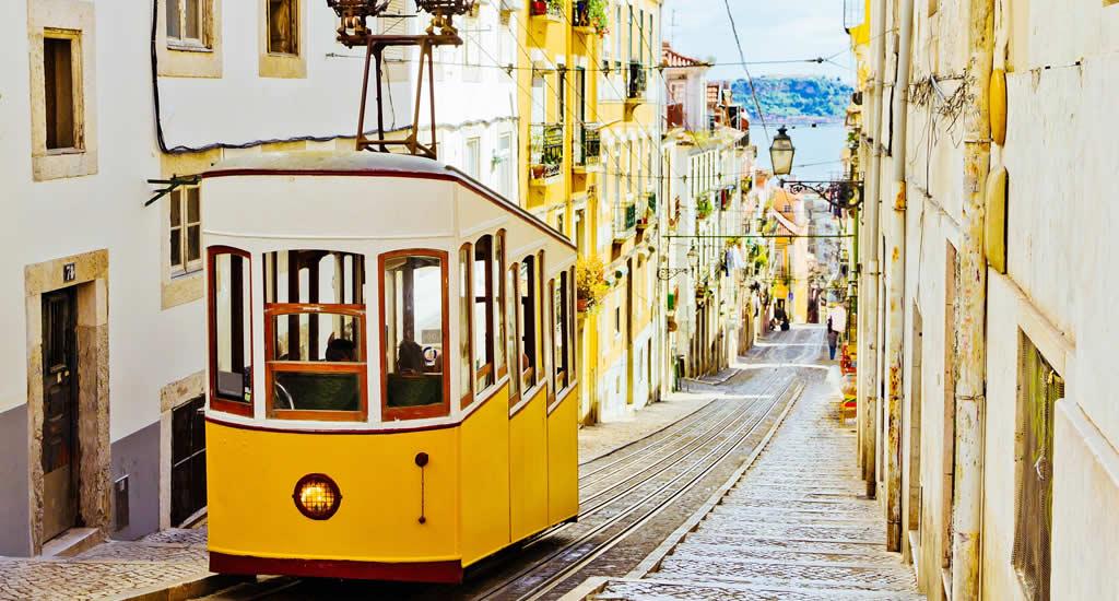 Tram 28 in Lissabon | Mooistestedentrips.nl