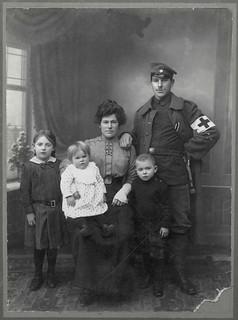 Archiv U389 Feldgrauer mit Familie, WWI, 1914-1918
