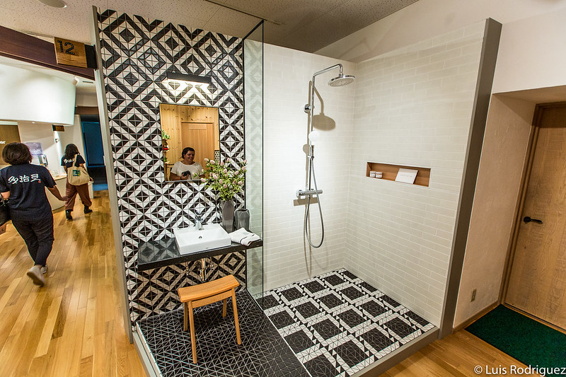 Modernos baños con azulejos