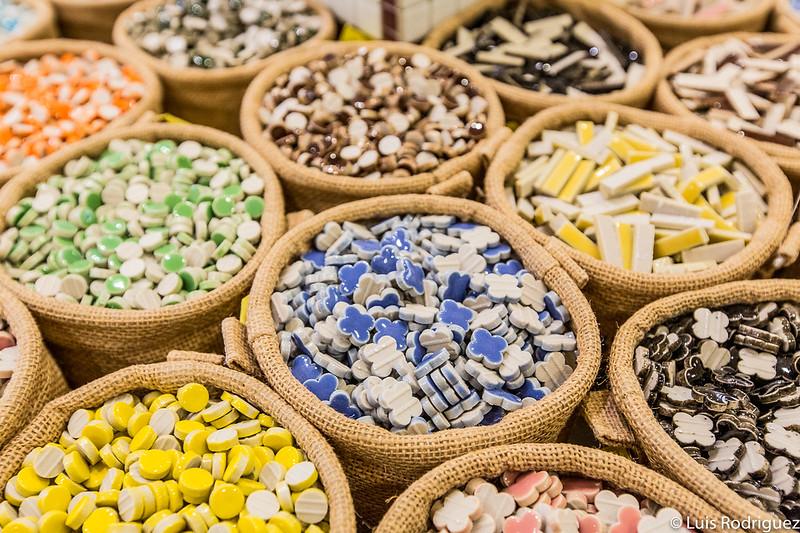 Pequeños azulejos de cerámica de Tajimi para hacer mosaicos