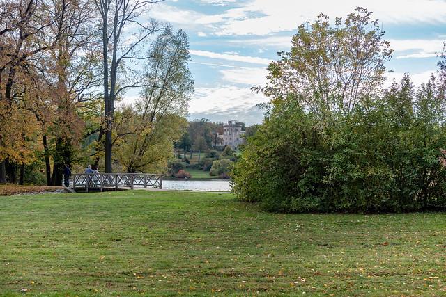 Berlin: Blick aus dem Park des Jagdschlosses Glienicke zum Schloss Babelsberg - Looking from the Glienicke Hunting Lodge Park to Babelsberg Castle