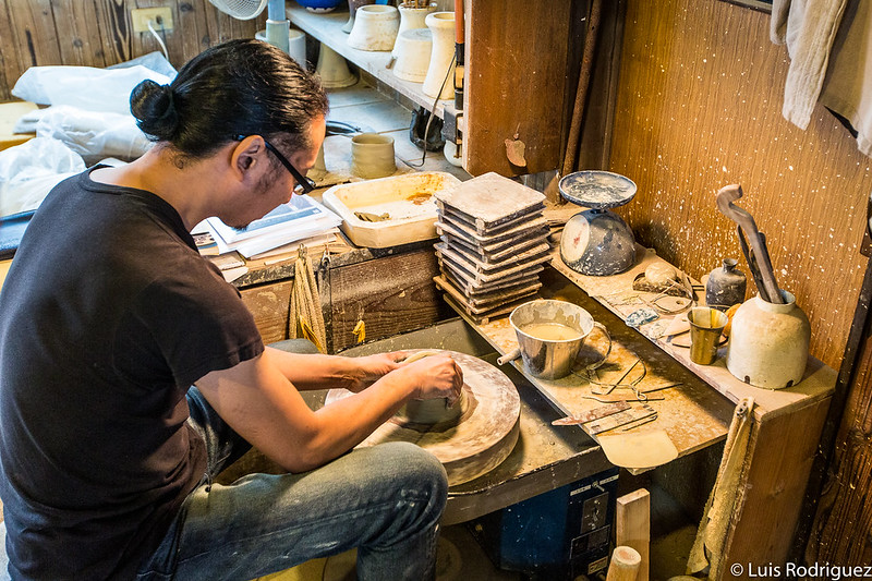 Artesano de la cerámica de 8ª generación en Tajimi