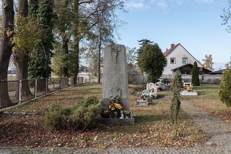 War monument converted into chapel, Krasowice/Kraschen Kr. Oels, 11.11.2019