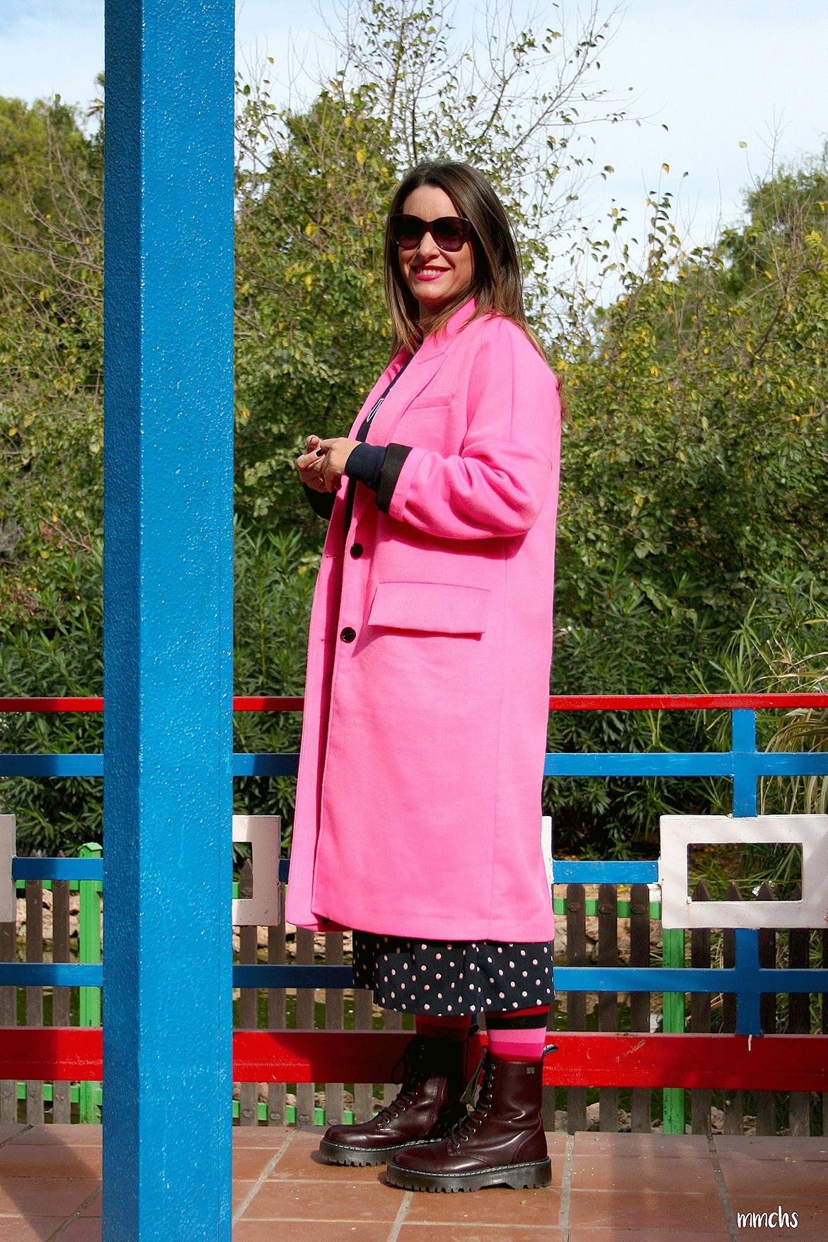 Abrigo rosa fucsia Zara botas militares Coolway