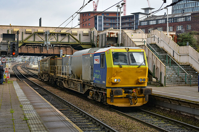 DR98953 + DR98903 - Manchester Victoria - 24/10/19.