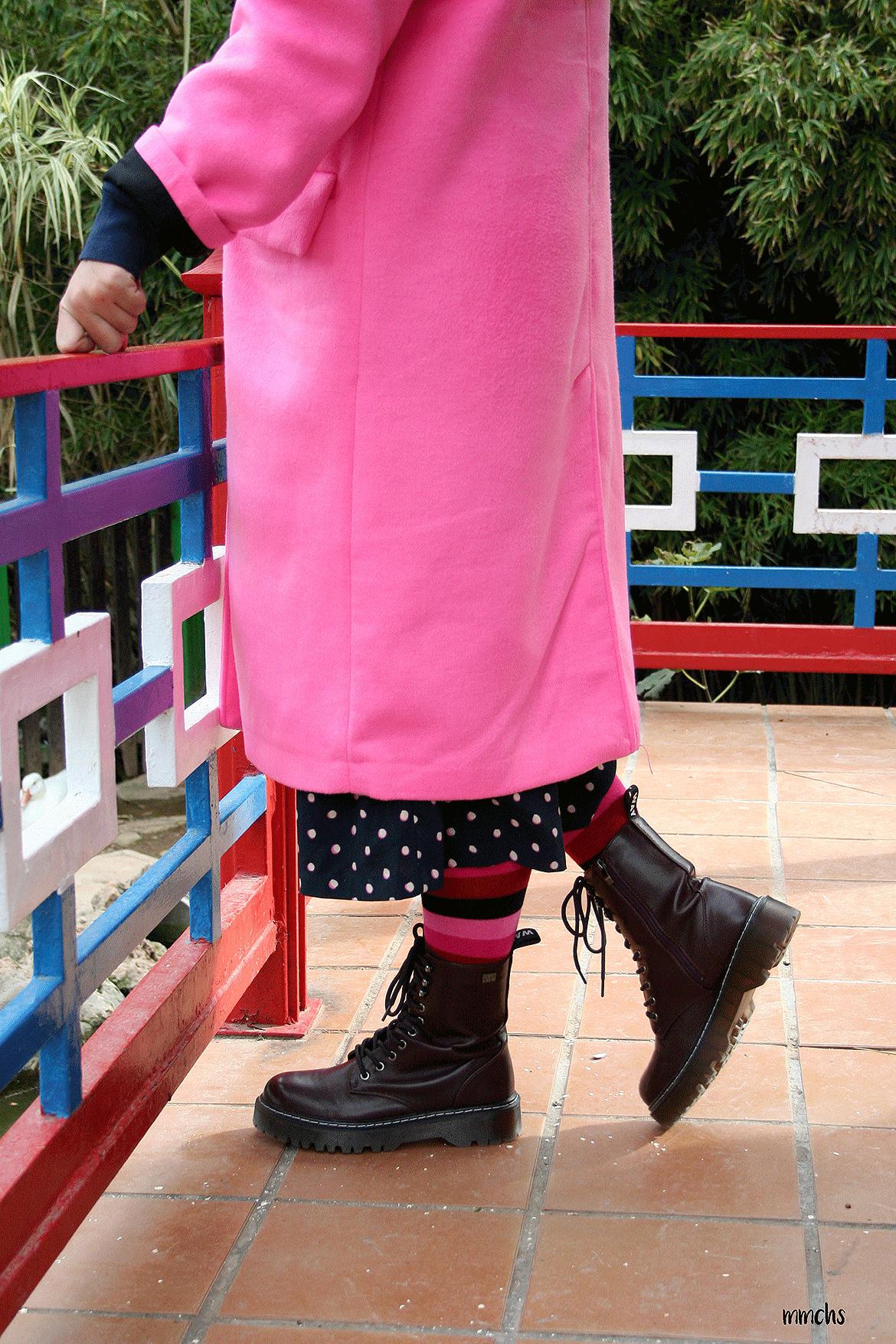 Abrigo rosa fucsia Zara y botas militares Coolway
