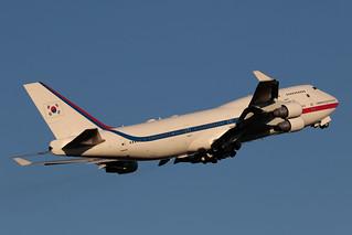 South Korean Air Force Boeing 747-4B5 10001 ARN 190615 ARN