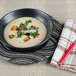 Weiße Bohnencremesuppe mit Kürbis und Rucola