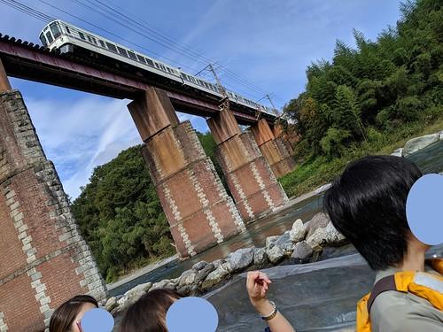 長瀞の橋でSLではなく通常列車をながめた