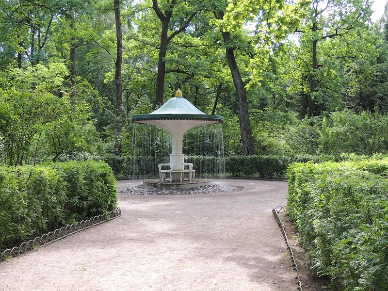 Peterhof: trick fountain