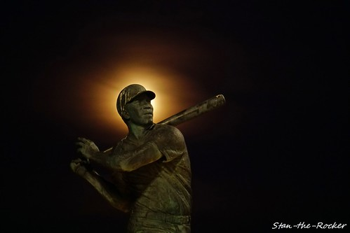 China Basin Park - 111119 - 07 - Willie McCovey Statue