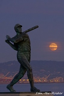 China Basin Park - 111119 - 01 - Willie McCovey Statue