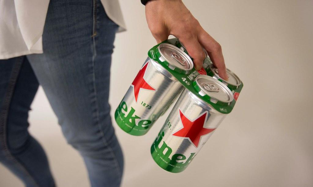Heineken откажется от пластика в упаковке пивных банок