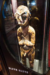 African statue showing body decoration