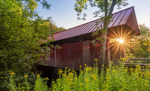 firefallphotography firefallphotographycom jeffstamer stowe vermont fall coveredbridge red bridge sunrise