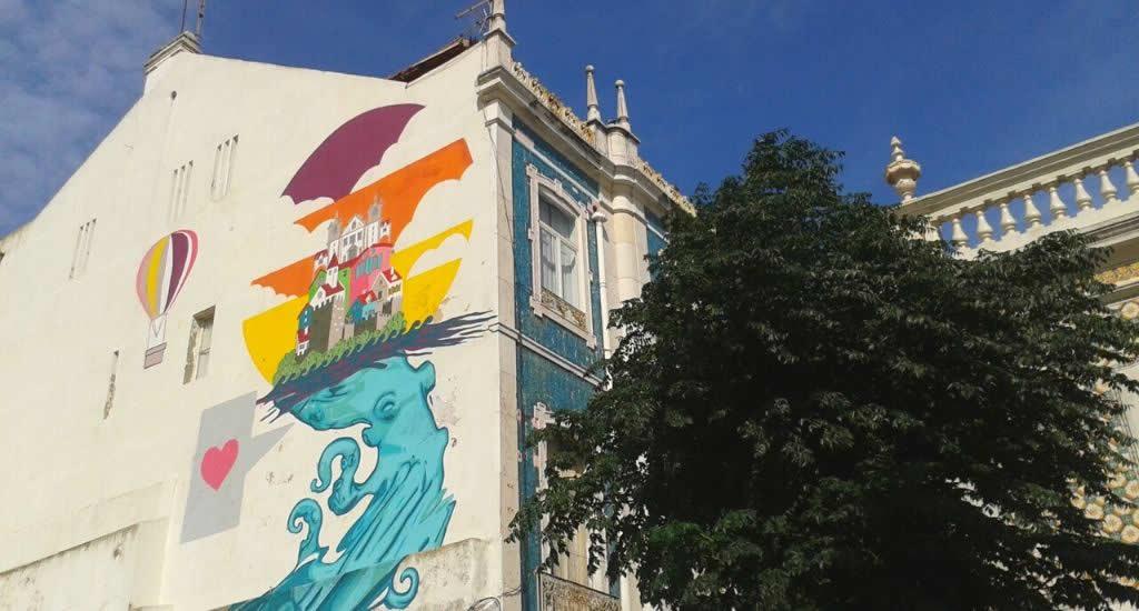 Street art in Sesimbra, Portugal | Mooistestedentrips.nl
