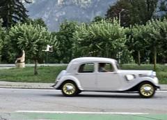 1939 CITROËN Traction Avant 11 Berline Légère While Driving