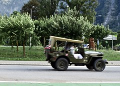 HOTCHKISS-WILLYS JH-101 4x4 Jeep While Driving