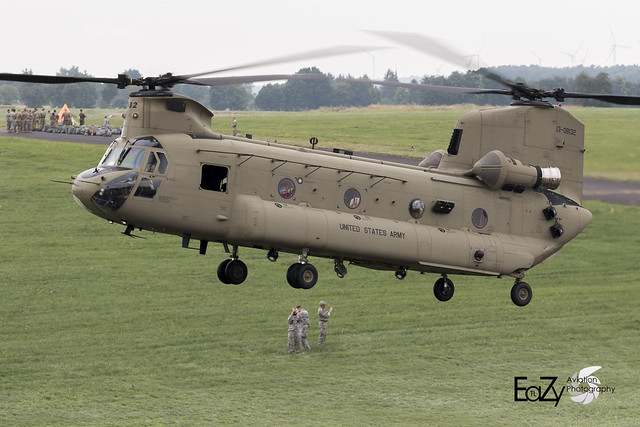 13-08132 United States Army Boeing CH-47F Chinook