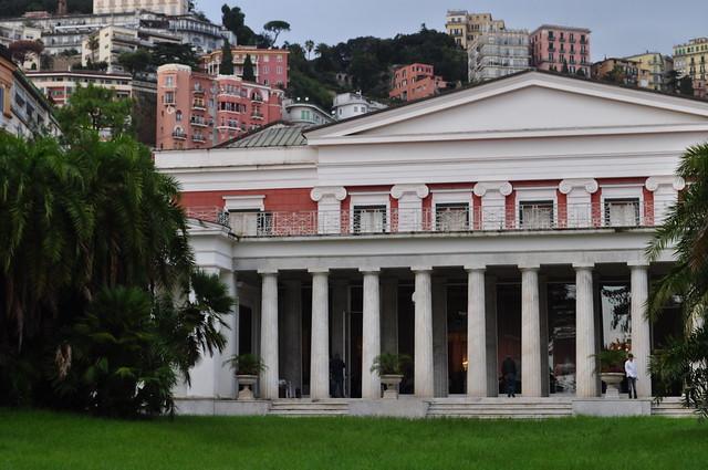 Colonnade dorique sur le parc, Villa Pignatelli, 1826, Chiaia, Naples, Campanie, Italie.