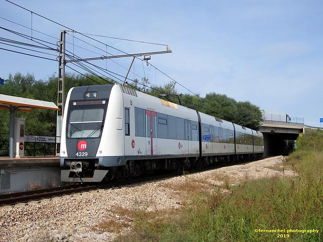 Tren de Metrovalencia (UT 4329) a su paso por L'ALCUDIA (Valencia)