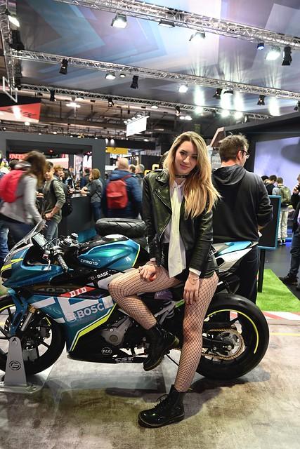 mi e' sembrato di vedere una moto - it seems there was a bike somewhere