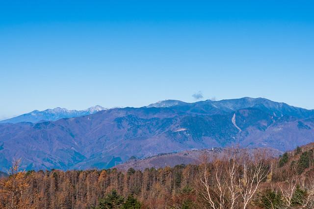 国師ヶ岳の手前・・・乾徳山と黒金山は良く見えないね