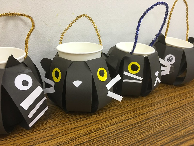 黒猫のキャンディポット