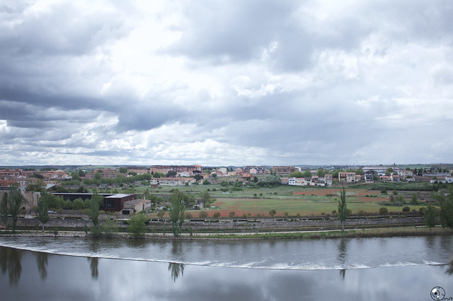 Allende los ríos.