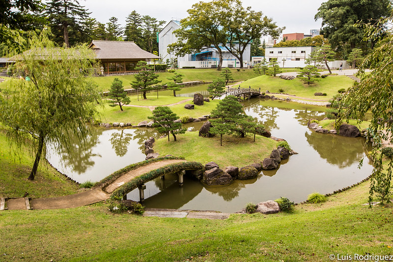 Distintos puentes en los jardines Gyokusen'inmaru de Kanazawa