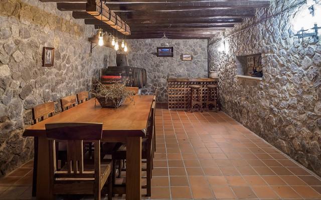 Bodega para catas de vino Masía Can Trabal