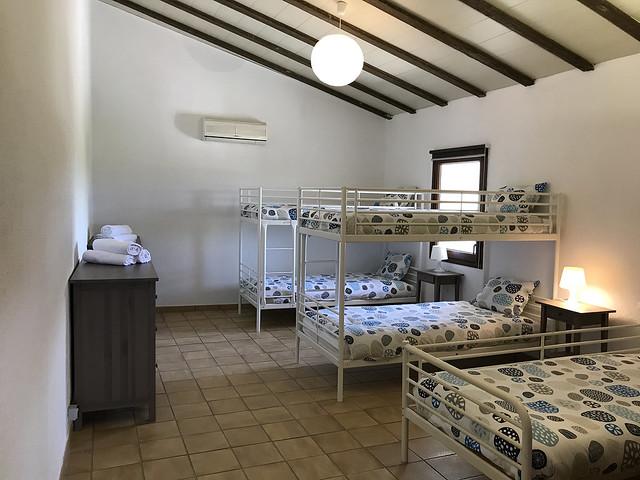 Habitación literas segunda planta para 10 personas con camas individuales Masía Can Trabal