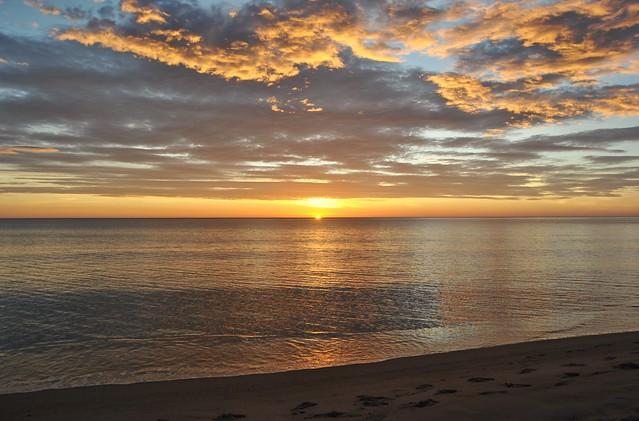 Sunrise on the beach of El Campello - Amanecer en la playa de El Campello