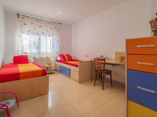 Habitación infantil con dos camas individuales planta baja