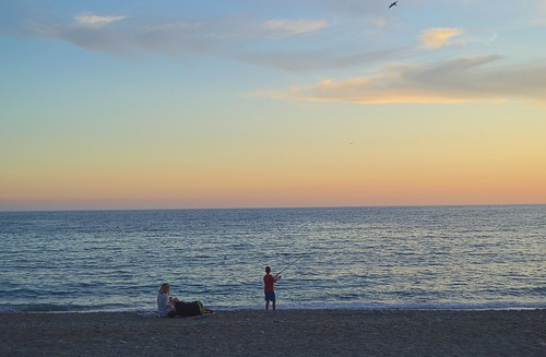 atardecer puestadesol sunset playa beach arena pesca fisherman familia mar sea seascape d3200 nubes clouds cielo sky
