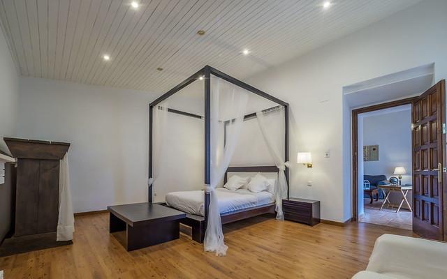 Habitación suite principal con baño Masía can Trabal