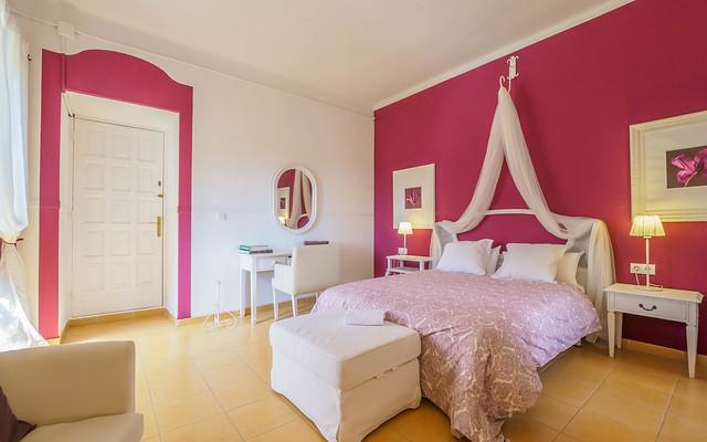 Habitación Romantic rosa primera planta Masía can Trabal