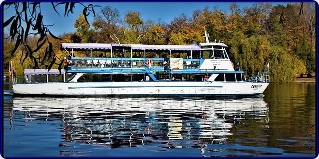 Mid-November sunny days on Herastrau lake, Bucharest (3)