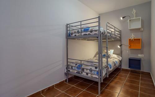 Habitación literas detalles en azul para niños primera planta Masía Alt