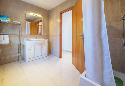 Baño planta baja con ducha Mas Mestre