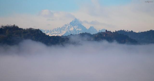 nebbia castello monviso