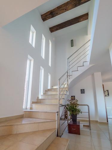 Escaleras hacia la primera planta Mas Mestre
