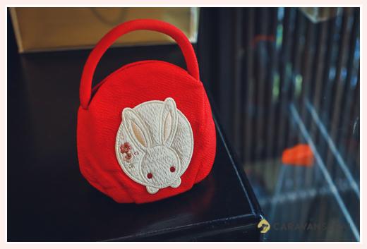七五三用バッグ 赤い地に白いうさぎの絵 丸型