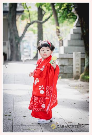七五三 3歳の女の子の衣装 赤い着物と被布
